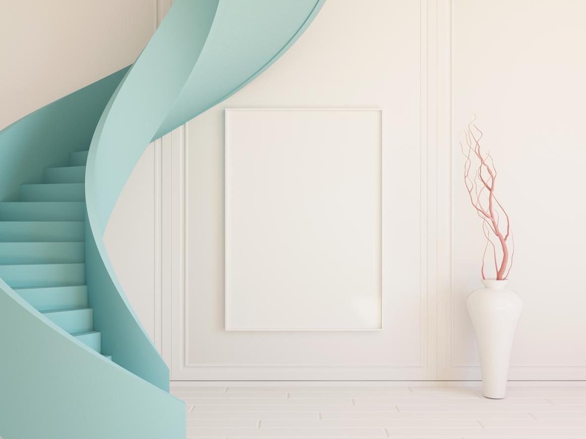 miętowe schody w białym wnętrzu
