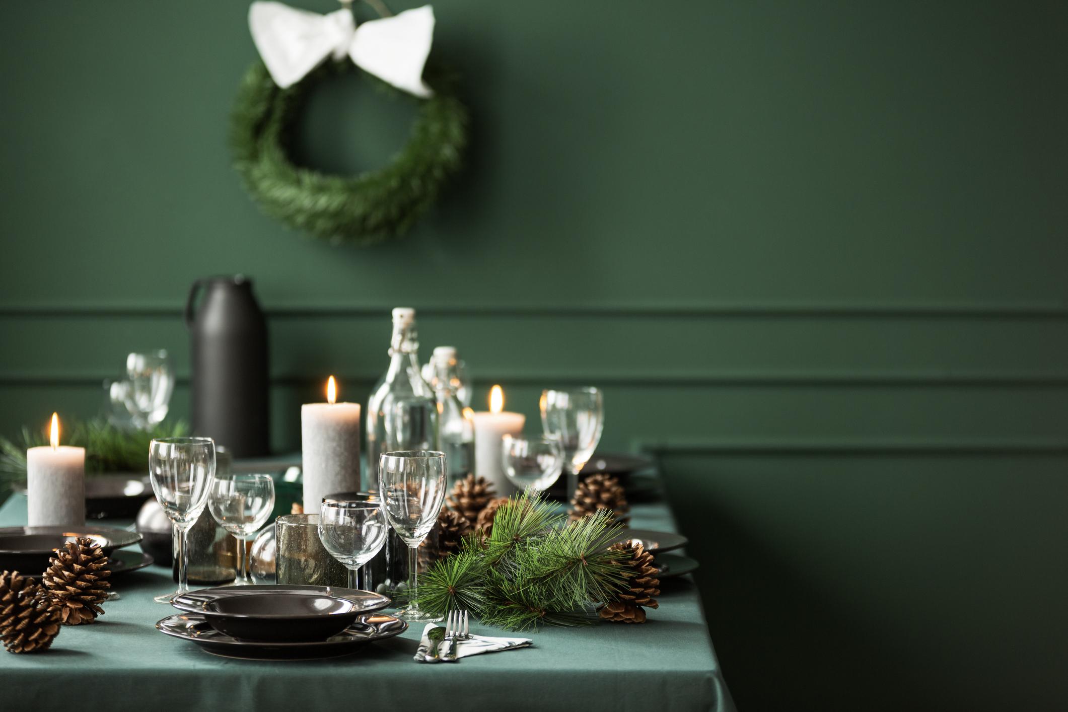 dekoracja stołu bożonarodzeniowego na zielono