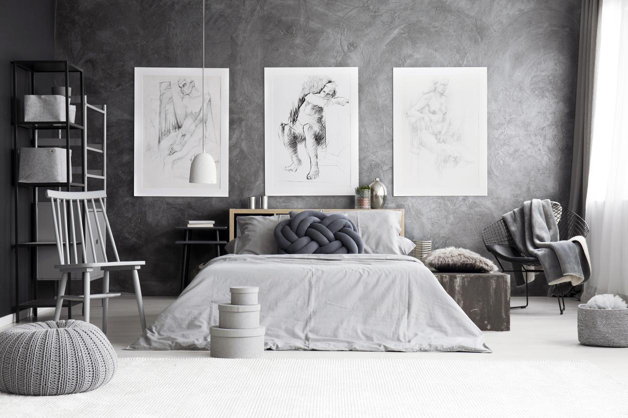sypialnia urządzona na czarno-biało