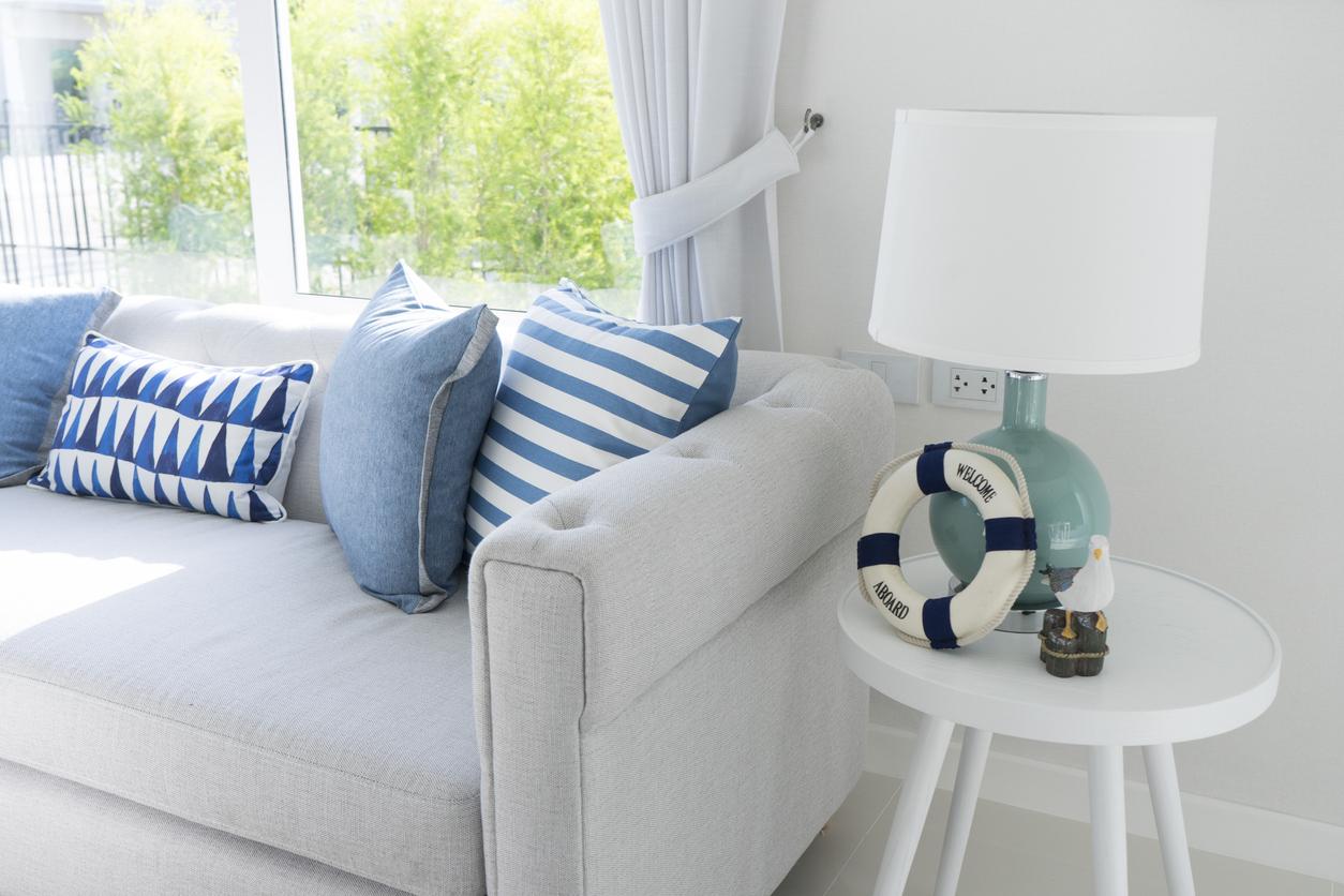 kanapa w stylu marynistycznym