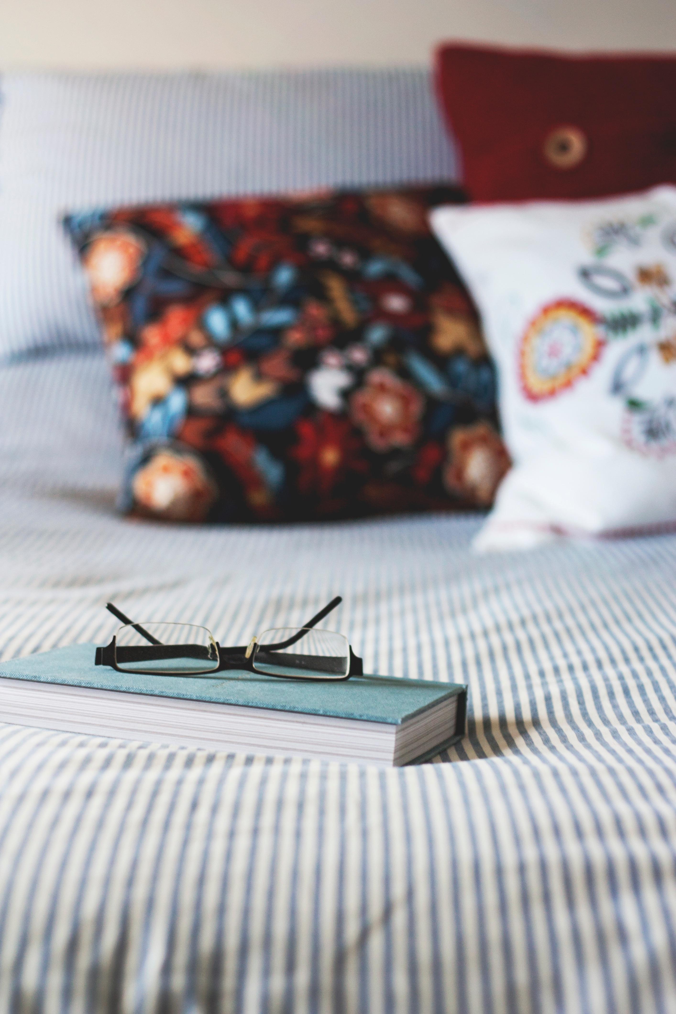 poduszki w folkowe wzory kwiatowe
