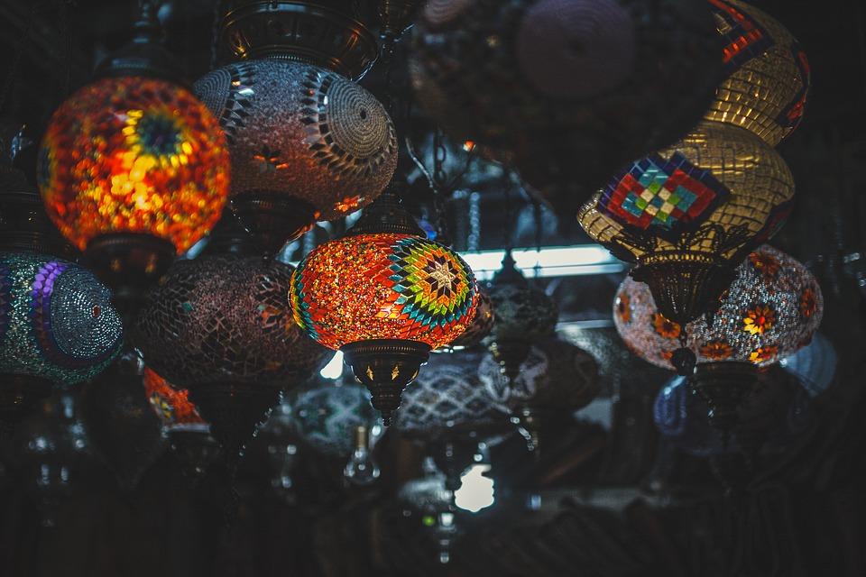 kolorowe lampiony w etniczne wzory